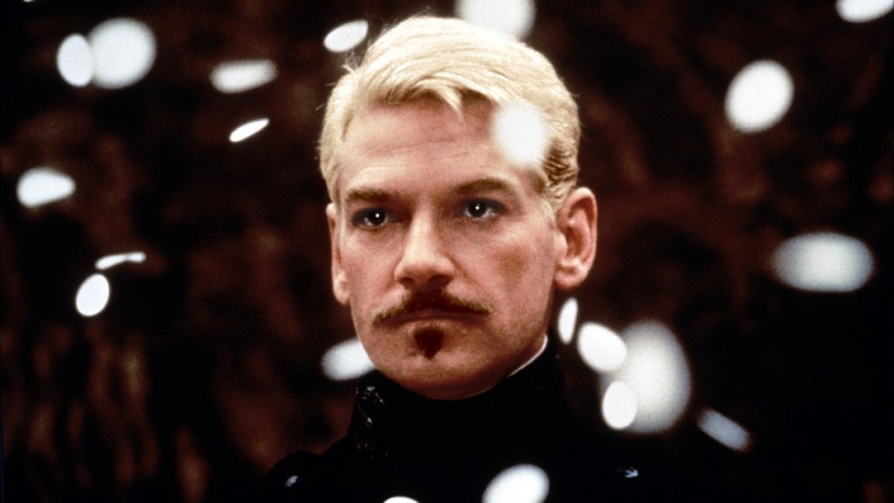 hamlet mel gibson vs kenneth branagh essay Hamlet compare and contrast the book and the movie after watching the ethan hawke version of hamlet and reading the play in class i concluded that there was many differences and was similar at some part.