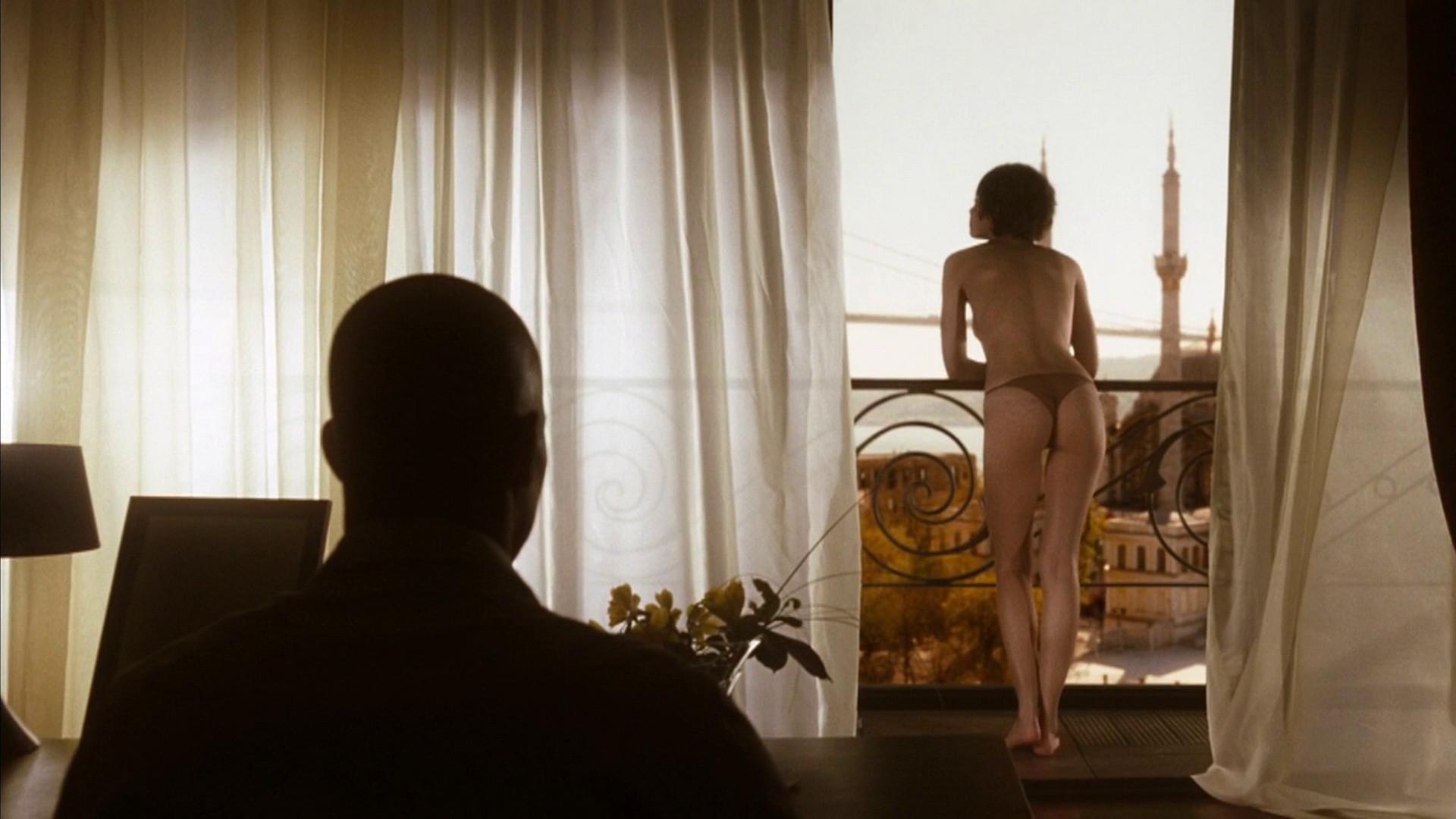Quantum of solace nude scene