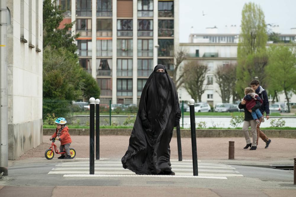 Egy burka, egy nadrág (2017) | Teljes filmadatlap | Mafab.hu